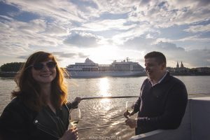 COUSIN ET COMPAGNIE – WINE BOAT CRUISE IN BORDEAUX